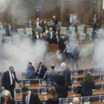 Kosovo: Oposición ultra lanza gas lacrimógeno en Parlamento