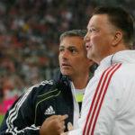 Mourinho cree que si Van Gaal se marcha ficharía por el Manchester
