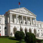 Portugal: Aprueban leyes de adopción homosexual y aborto