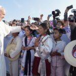 Papa en México: ¡No seas egoísta!, dice a  joven que casi lo hace caer (Video)