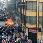Bolivia: Turba saquea y quema alcaldía, 6 muertos por asfixia (VIDEO)