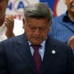 Acuña acepta la decisión del JNE que lo excluye de las elecciones