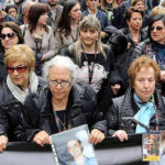 Miles marchan en memoria de las víctimas de la mafia italiana