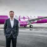 Aerolínea islandesa WOW presenta avión gay