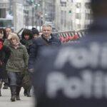 """Bélgica: Primer ministro promete """"esclarecer"""" atentados en Bruselas"""