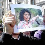 Honduras: Entierran a líder indígena tras conmovedor adiós