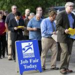 EEUU: Desempleo se mantiene en 4.9% con fuerte creación de empleos
