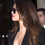 Selena Gómez muestra más de la cuenta en París