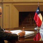 Pedro Cateriano firma libro de condolencias por fallecimiento de Aylwin
