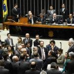 Cámara baja aprueba que continúe el proceso para un juicio a Rousseff