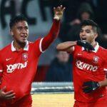 Renato Tapia con el Feyenoord se corona campeón de Holanda