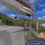 Fotografiar el aterrizaje de una avioneta por poco le cuesta la vida a turista