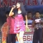 Indonesia: Estrella pop murió mordida por una cobra en show (VIDEO)