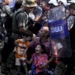 Policía macedonia reprimió ferozmente a cientos de refugiados