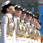 Las hermosas cadetes rusas desfilaron en la Plaza Roja (VIDEO)