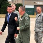 Senado de EEUU confirma al primer secretario del Ejército abiertamente gay