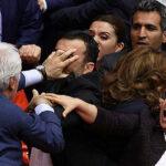 Pelea entre diputados en el parlamento turco paraliza debates (VIDEO)