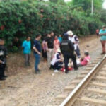 Reportera de televisión fue arrastrada por tren durante grabación (VÍDEO)