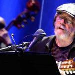 """Silvio Rodríguez hace """"soñar"""" al público en un concierto solidario"""