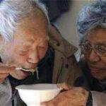 """Japón: Ancianos se convierten en """"ladrones"""" para vivir en cárceles (VÍDEO)"""