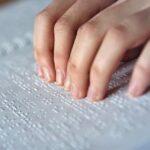 Estudiantes invidentes exigen que no cierren única escuela braille