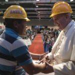 Papa pide en 1° de Mayo modelo de desarrollo que respete dignidad humana