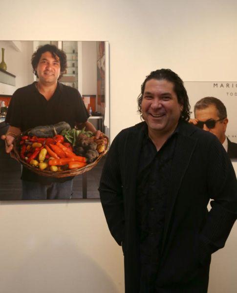 LIM01. LIMA (PERÚ), 03/05/2016.- El cocinero peruano Gastón Acurio asiste a la inauguración de la exposición por los 50 años de la Agencia EFE en Perú hoy, martes 3 de mayo de 2016, en el Centro Cultural de España en la ciudad de Lima (Perú). EFE/ERNESTO ARIAS