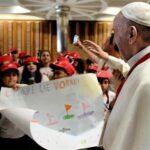 Papa: Inmigrantes no son peligrosos, están en peligro