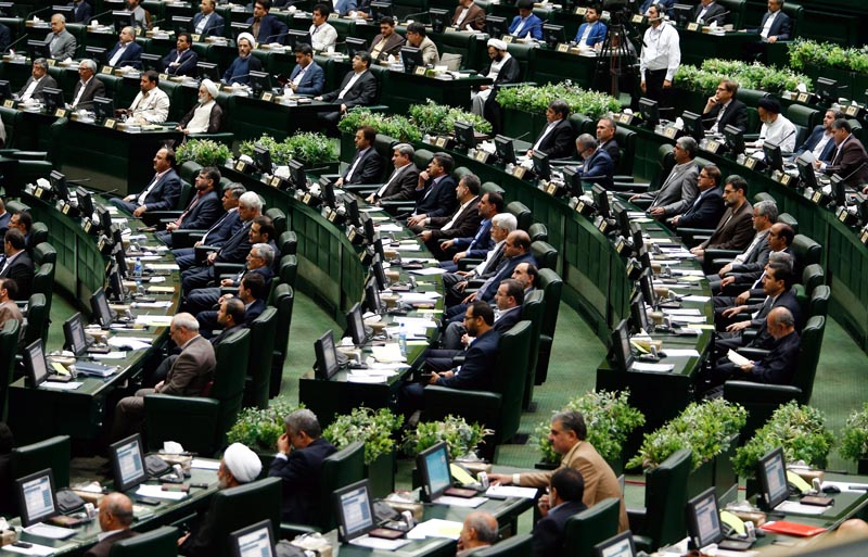 ABD03. Tehran (Iran (islamic Republic Of)), 28/05/2016.- New members of parliament attend the inauguration ceremony of the new Iranian parliament, in Tehran, Iran, 28 May 2016. The Iranian parliament will be dominated by reformists for the next four years. (Teherán) EFE/EPA/ABEDIN TAHERKENAREH