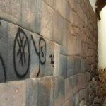 Denuncian ocho pintas en muros de piedra del centro histórico del Cusco
