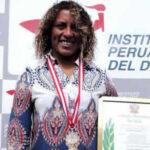 Analí Gómez recibe Laureles Deportivos pero se queja de racismo en el surf