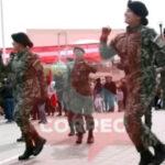 EP: con singular baile militares rinden honores a la Bandera  [VÍDEO]