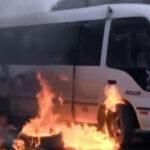 Turba intentó quemar bus del 'chosicano' repleto de pasajeros [VÍDEO]