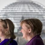 Forbes: Merkel es la mujer más poderosa pero Clinton amenaza su reinado