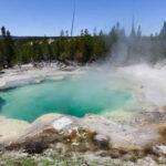 EEUU:Turista cae en aguas termales ácidas y desaparece totalmente (VIDEO)