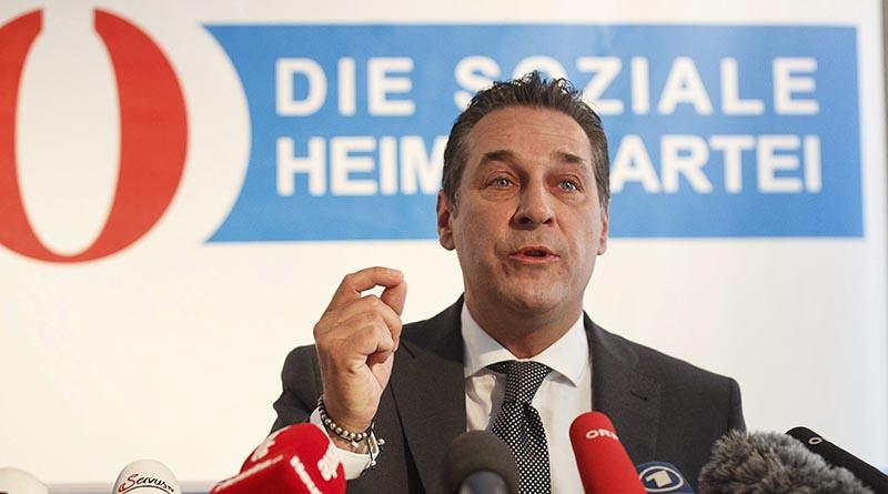 VI11 VIENA (AUSTRIA) 08/06/2016.- El líder del Partido Liberal de Austria (FPÖ), Heinz Christian Strache, ofrece una rueda de prensa en Viena (Austria) hoy, 8 de junio de 2016. El derechista Partido Liberal de Austria (FPÖ) impugnó hoy oficialmente el resultado de la segunda vuelta de las elecciones presidenciales del pasado 22 de mayo en las que su candidato, Norbert Hofer, perdió por apenas 30.000 votos contra el ecologista Alexander Van der Bellen, informa la agencia APA. EFE/Florian Wieser