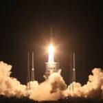 China lanza con éxito su nuevo cohete de transporte Larga Marcha-7