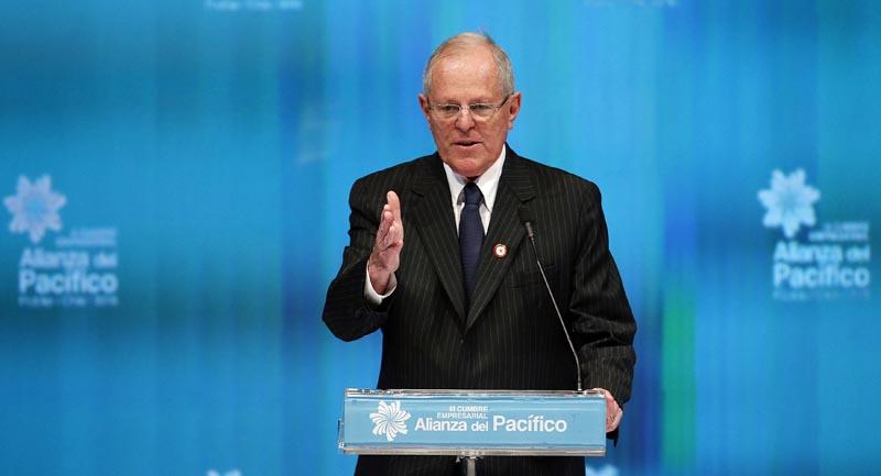 CH01, FRUTILLAR (CHILE), 30/06/2016.- El presidente electo de Perú, Pedr Pablo Kuczynski, habla durante de la inauguración de la III Cumbre Empresarial de la Alianza del Pacífico y sus Estados Observadores, hoy, jueves 30 de junio de 2016, en Frutillar (Chile). Más de 700 empresarios de los cuatro países de la Alianza del Pacífico y de los 49 estados observadores asisten este jueves a la Cumbre Empresarial. EFE/Sebastián Silva