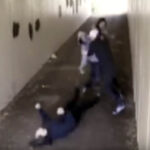 Dos hombres acosaron a su novia y luego recibieron dura lección [VÍDEO]