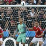 Eurocopa 2016: Ronaldo se enoja y lanza el micrófono de un periodista al agua