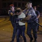 Armenia: Hombres armados se atrincheran con rehenes en comisaría (VIDEO)
