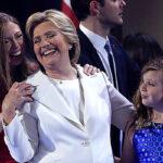 Clinton adelanta a Trump en encuesta tras su nominación presidencial