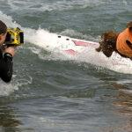 Los perros surfistas invaden como cada año una playa de EE.UU. (FOTOS)