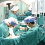 Salvan vida de niña: primer exitoso trasplante pediátrico de hígado [VÍDEO]