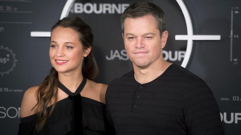 GRA247. MADRID, 13/07/2016.- El actor estadounidense Matt Damon y la actriz sueca Alicia Vikander posan para los medios durante el photocall de la película 'Jason Bourne', celebrado hoy en un céntrico hotel de la capital. EFE/Luca Piergiovanni