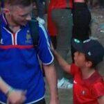 "El niño que consoló a un francés le dijo que ""solo era un partido"""