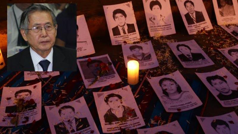 FAMILIARES DE VICTIMAS DE BARRIOS ALTOS Y LA CANTUTA HACIENDO VIGILIA CON LAS FOTOS DE SUS SERES FALLECIDOS EN LA PUERTA DE PALACIO DE JUSTICIA POR EL JUICIO AL EX PRESIDENTE ALBERTO FUJIMORI.