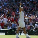 Federer salva tres match points y llega a semifinal de Wimbledon