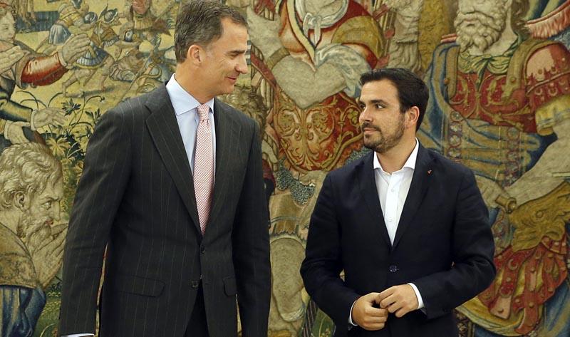 GRA289. MADRID, 26/07/2016.- El rey Felipe recibe al coordinador federal de IU, Alberto Garzón, en el marco de su ronda de consultas con las formaciones políticas parlamentarias, esta tarde en el Palacio de la Zarzuela. EFE/J.J. Guillen ***POOL***