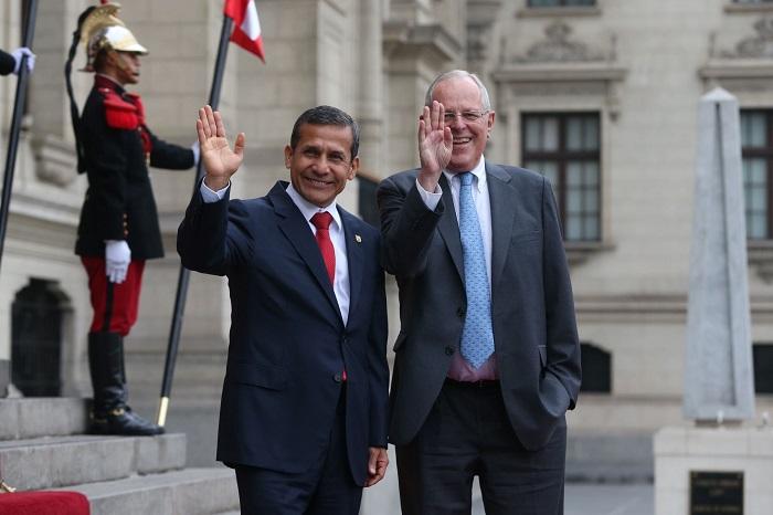 Ollanta Humala develó e inauguró su propio busto en Ayacucho